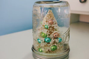 Monthly five: Five-step DIY Mason jar snow globe