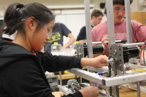 "Gear up: Freshman Eileen Chou prepares for the ""Rebound Rumble"" challenge. TechHOUNDS members undergo six intensive weeks of building before Regionals. Hailey Meyer / Photo"