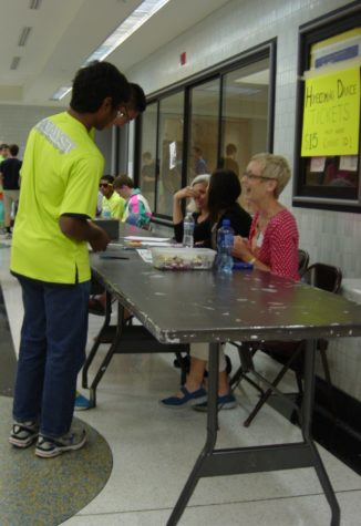 Students buy Homecoming tickets during lunch. Volunteers will sell Homecoming tickets during lunches and at the door for $15. CHRISHAN FERNANDO / PHOTO