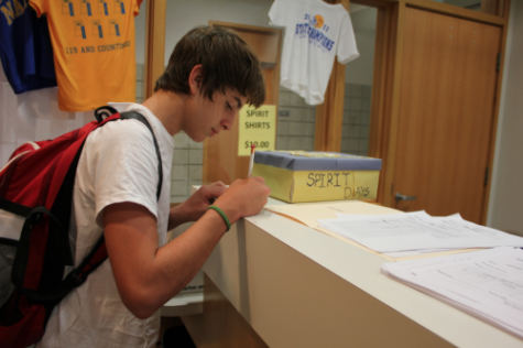 Sophomore Class prepares for Homecoming t-shirt sale, annual 5K canceled
