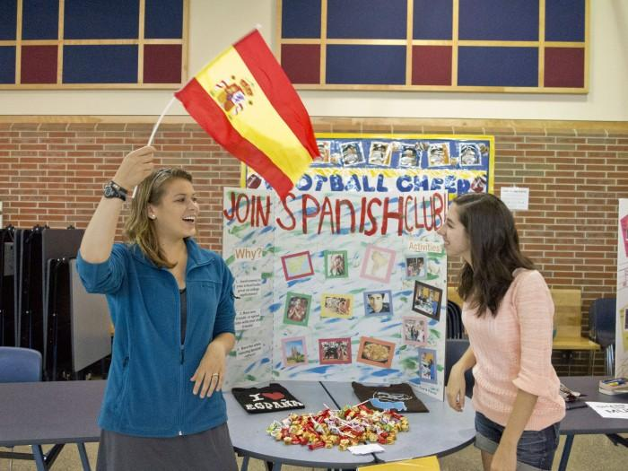 Activities+Fair+introduces+freshmen+to+clubs+and+activities