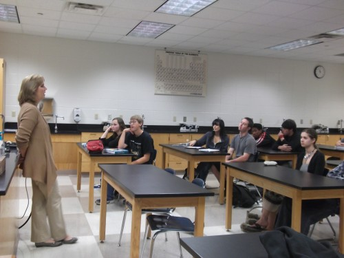 Jean Norwalk, integrated physics/chemistry teacher, introduces herself to her period G3 class on Oct. 16. Norwalk began teaching at CHS on Oct. 15. ROCHELLE BRUAL / PHOTO