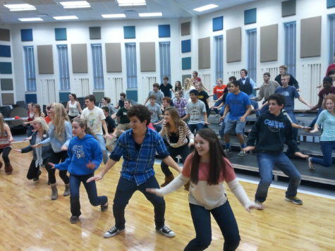 """Choir students rehearse for upcoming winter concert """"Holiday Spectacular"""". Shows will take place from Dec. 5 to 8. JOSEPH LEE / PHOTO"""
