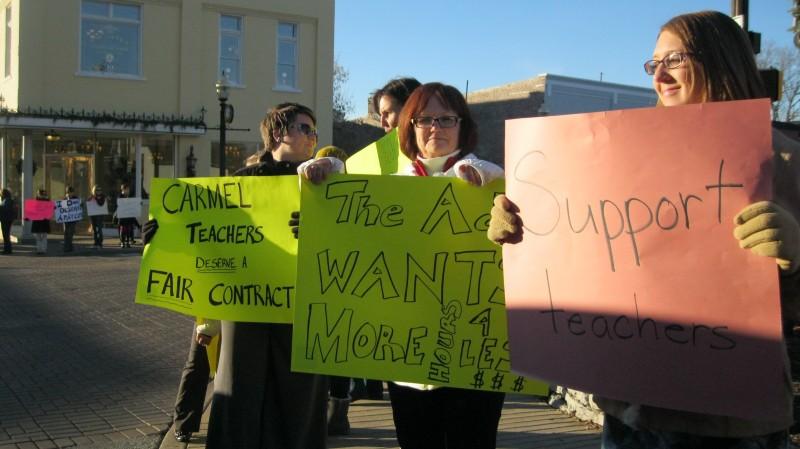 Carmel+Clay+teachers+demonstrate+in+downtown+Carmel+on+Dec.+5