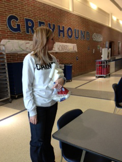 Senate sponsor Michelle Foutz helps organize a breakfast for cafeteria workers. According to Foutz, acts of appreciation like these have been a CHS tradition for at least 13 years. MELINDA SONG / PHOTO