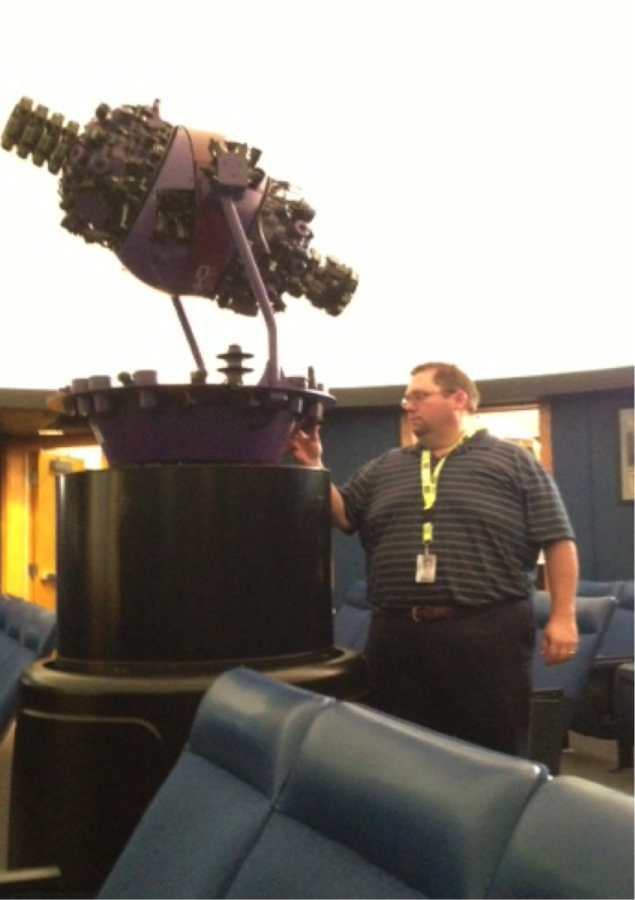 Astronomy club sponsor Keith Turner adjusts the star machine in order to prepare for a presentation.  Turner said Astronomy Club will have a meeting on Sept. 30 after school in the planetarium. JULIE XU / PHOTO