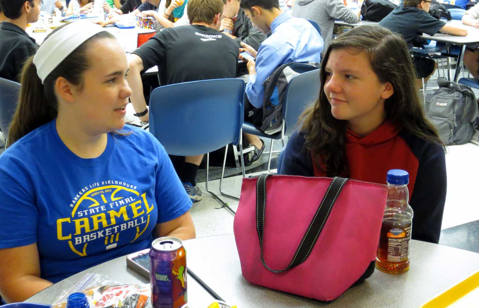 Junior Emily Cornwell (left) and Cathleen Schmalfuss (right), the German exchange student who Cornwell hosts, talk to each other during lunch. Both Cornwell and Schmalfuss hope to improve in German and English, respectively, during the exchange. SARAH LIU / PHOTO
