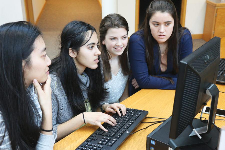 (Left to right) Jackie Hu, Kimaya Raje, Katy Voor and Claudia Shelbourne, STEM Club members and juniors, discuss computer science. Raje said club members are researching computer science in order to peer mentor other students and earn the Honda STEM grant. ALEX YOM / PHOTO