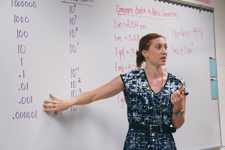 CHEMISTRY CONVERSIONS: Chemistry teacher Elizabeth Shafer teaches her Honors Chemistry students about conversions. Shafer switched to standards-based grading and said it allows students to master the topic. SARA YUNG / PHOTO