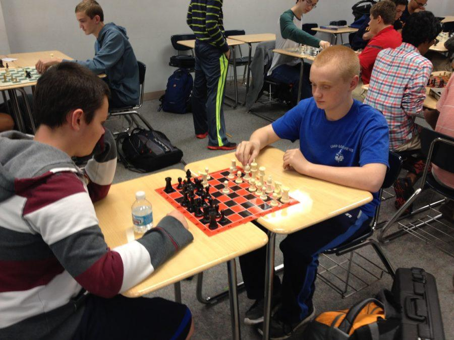 Freshmen Davis Botta and Luke Thatcher compete in a game of chess. Many new Chess Club members joined this meeting. PHOTO / TERESA CHEN