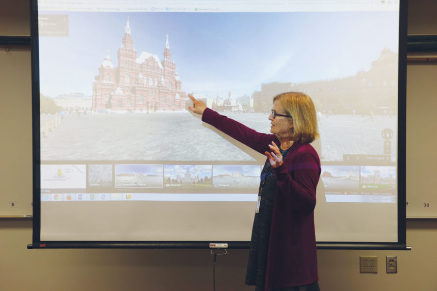 THE REAL DEAL: Tracy Hadden, AP European History teacher and social studies department chairperson, takes her students on a virtual tour of Moscow. According to Hadden, virtual reality allows for more in-depth lessons. SHREERAM THIRUNA-VUKKARASU // PHOTO