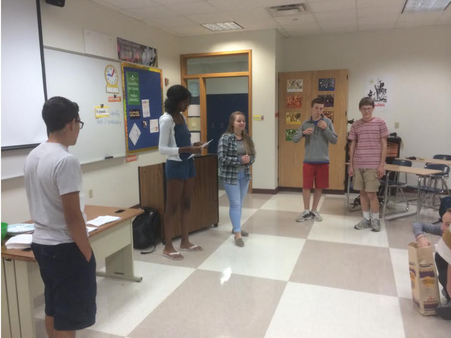 Spanish Club members play an Icebreaker game during the callout meeting to learn each other's names. The Spanish Club callout meeting took place Sept. 12 at Room B201. SABRINA MI | PHOTO