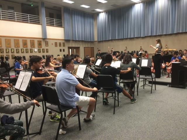 Junior and Festival orchestra, Catherine Qing, joins the class during their warm up exercise. Qing said she enjoys being a part of such an experienced ensemble.