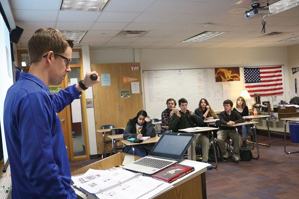STUDENTS UNITED: Gordon Copee, AP U.S. History teacher, runs through a powerpoint presentation during his B3 class. They were discussing the events that unfolded throughout the course of World War II.