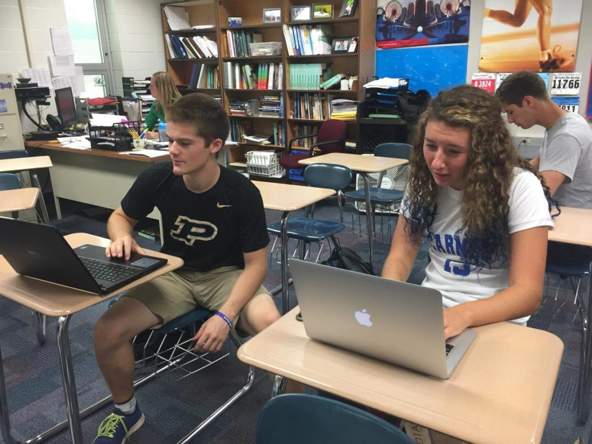 Senators and seniors Dalton Thompson and Tess Nihill work during SRT. Currently, Senators are planning for Bus Driver Appreciation Week and Administration Appreciation Day on Oct. 16.