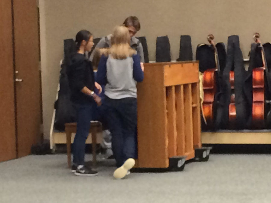 Share the Music members warm up with a piano piece.