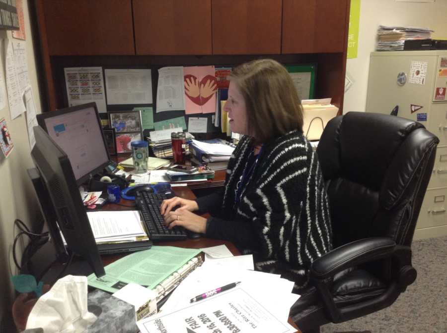Melinda Stephan, College and Career Coordinator, works on an email about the Healthcare Majors & Careers Fair. The fair will take place in the freshman cafeteria from 6:30 to 8:30 p.m. on Nov 30.