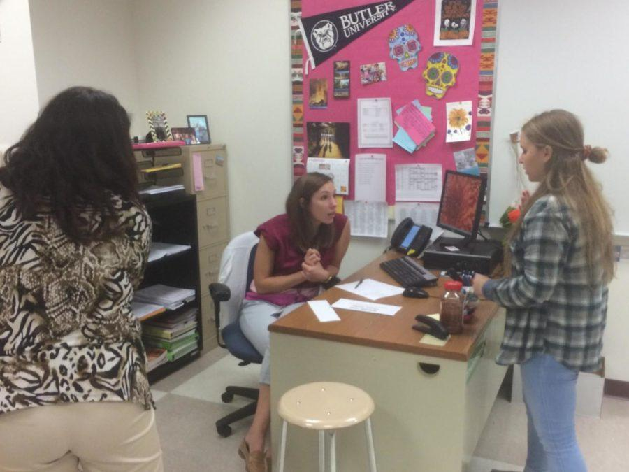 Sara Martin, Spanish Club sponsor and teacher, discusses activity plans with club member. Although there are no more meetings this semester, she said Spanish Club has field trips planned after break.