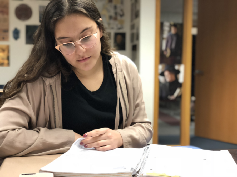 Sophomore Layla Qureshi works on homework during SRT. Qureshi believes that if the school starting time was later, students would perform better academically.
