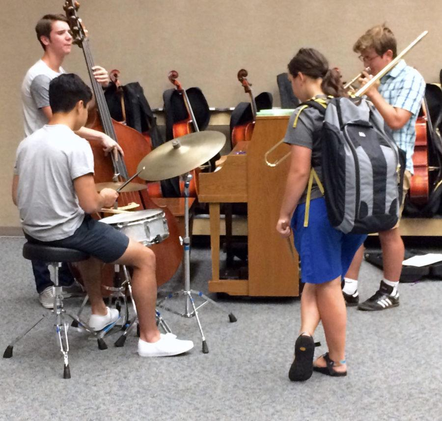 Share the Music members team up to play jazz music at the Share the Music meeting. Maggie Hite, Share the Music sponsor and performing arts teacher, said performances like these were common in the club.