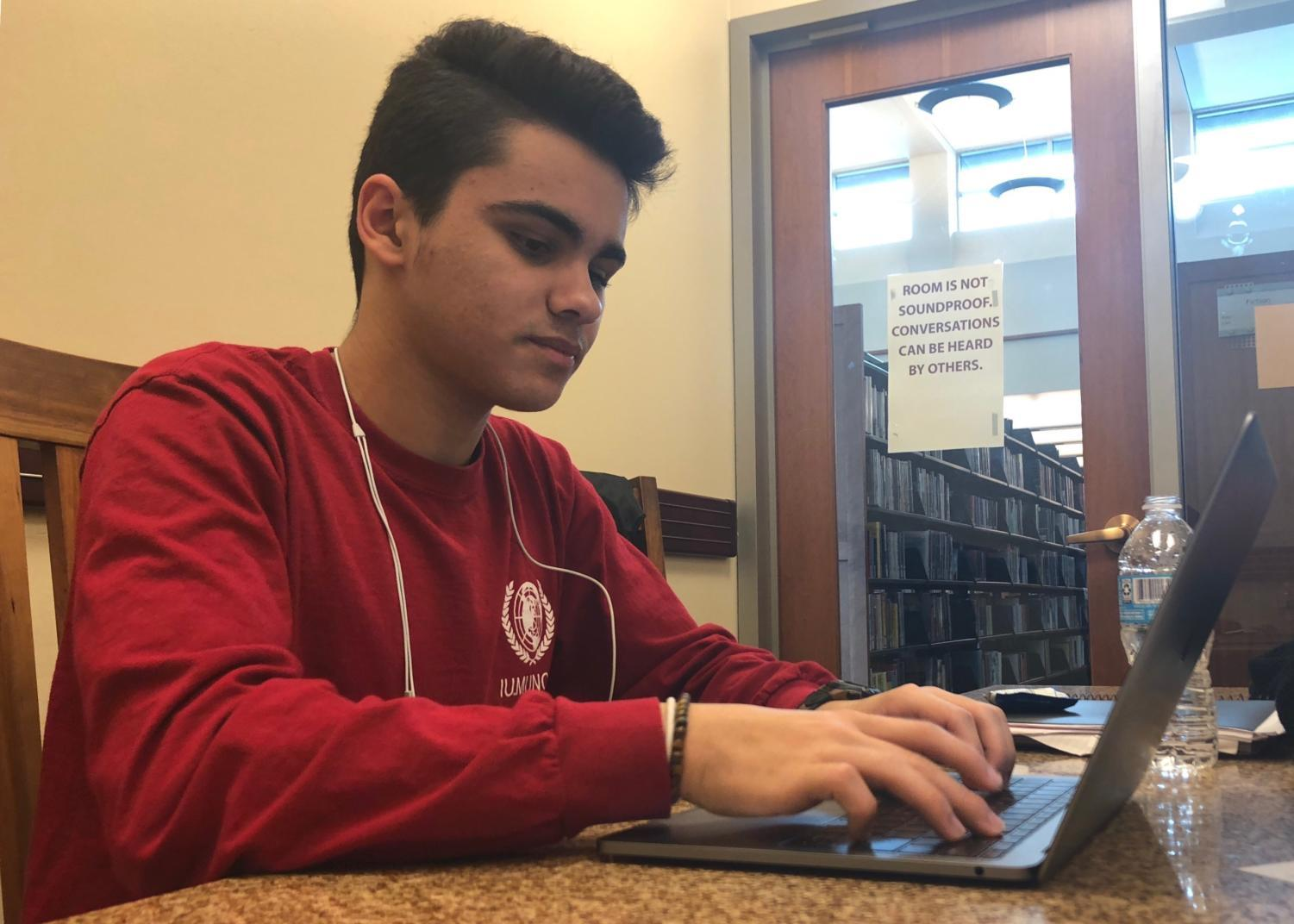 Ayman Bolad, Model U.N. member and sophomore, studies for upcoming finals. Last Thursday, the club decided to not have meetings for the next couple of weeks due to upcoming finals and AP exams.
