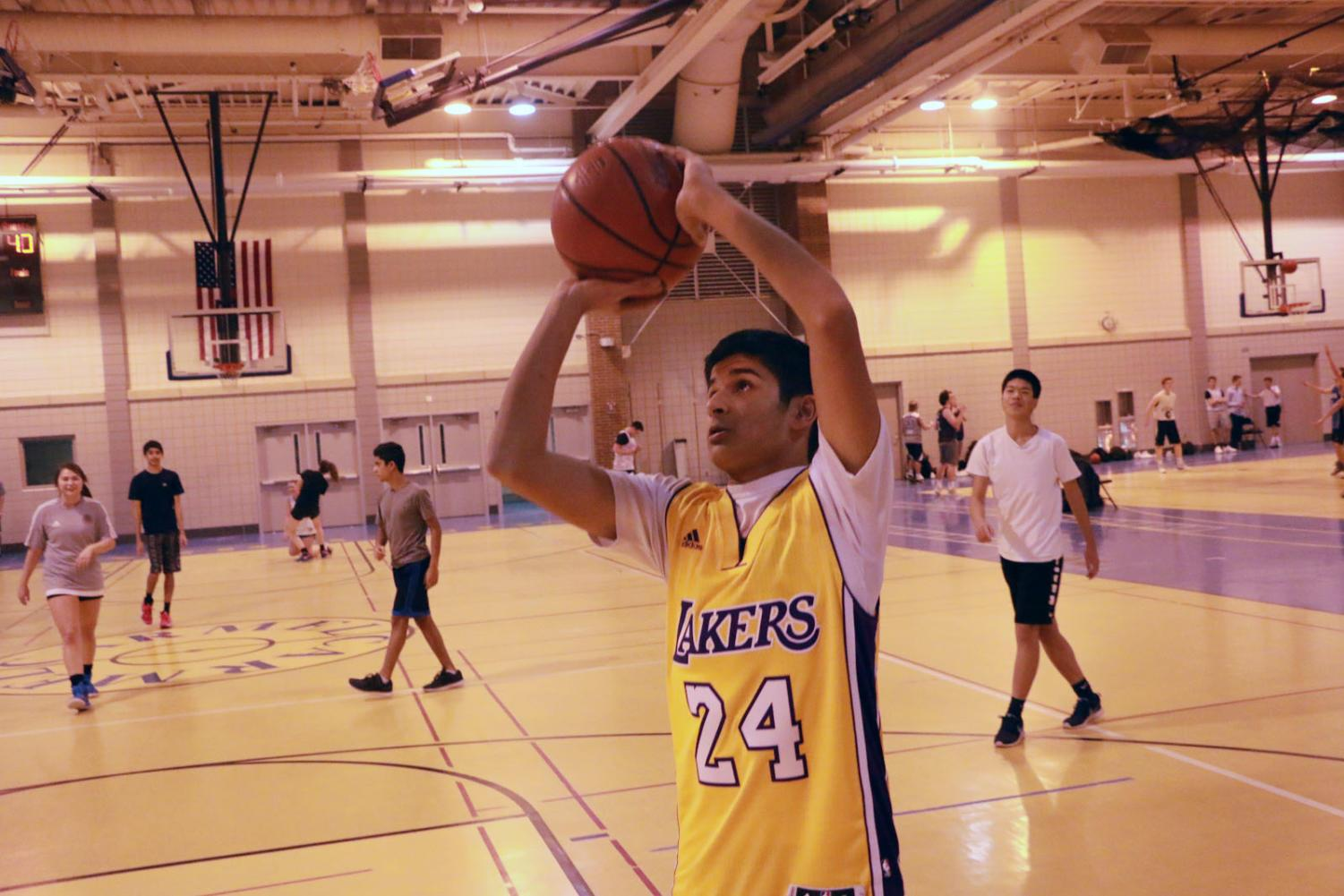 Rohil Senapati, intramural player and sophomore, prepares to shoot a ball during an intramural game.