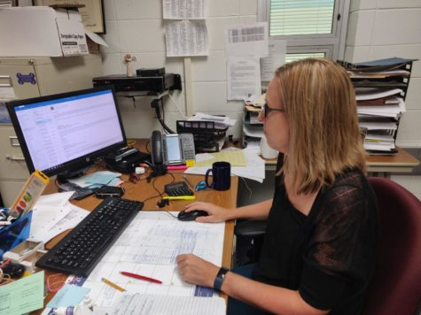 Michelle Foutz, Senate sponsor and social studies teacher, checks her email during SRT. According to Foutz, in addition to upcoming appreciations, Senate is starting to plan for Care to Share and even setting dates for future meetings.