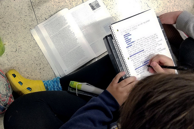 """Never-ending First Quarter: Junior Alison """"Ali"""" Moss finishes homework from last quarter, hoping to get the late grade and raise the overall grade in the course. Although the first quarter already ended, the grades are not yet finalized. """"I procrastinated on some of the assignments I had and now I'm rushing them after it already ended,"""" Moss said."""