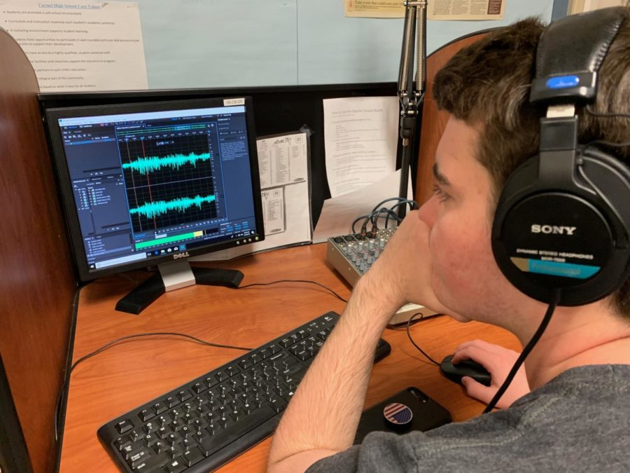 Elmore's World: Chris Elmore, staff member at WHJE and sophomore, edits his live radio broadcast while getting feedback to improve. Elmore talks about politics live every weekend on WHJE and has even brought in important people like Mayor Jim Brainard.