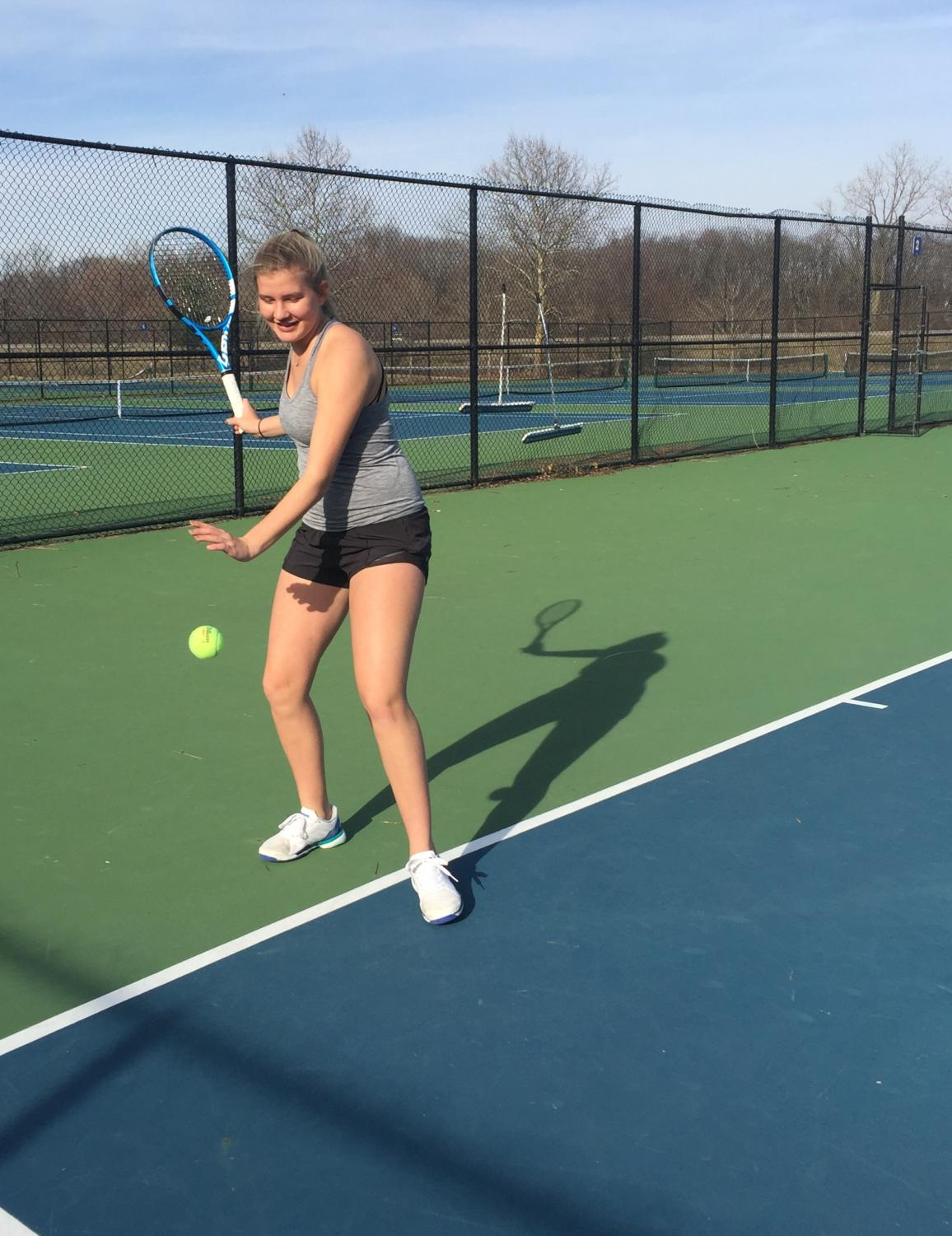 Windy+Wednesday%3A%0ALauren+Littell%2C+varsity+tennis+player+and+freshman%2C+hits+a+forehand+at+the+last+practice+before+spring+break+on+Mar.+27.+The+team+has+prepared+to+play+their+first+official+match+on+Apr.+11+against+Sacred+Heart+High+School.+