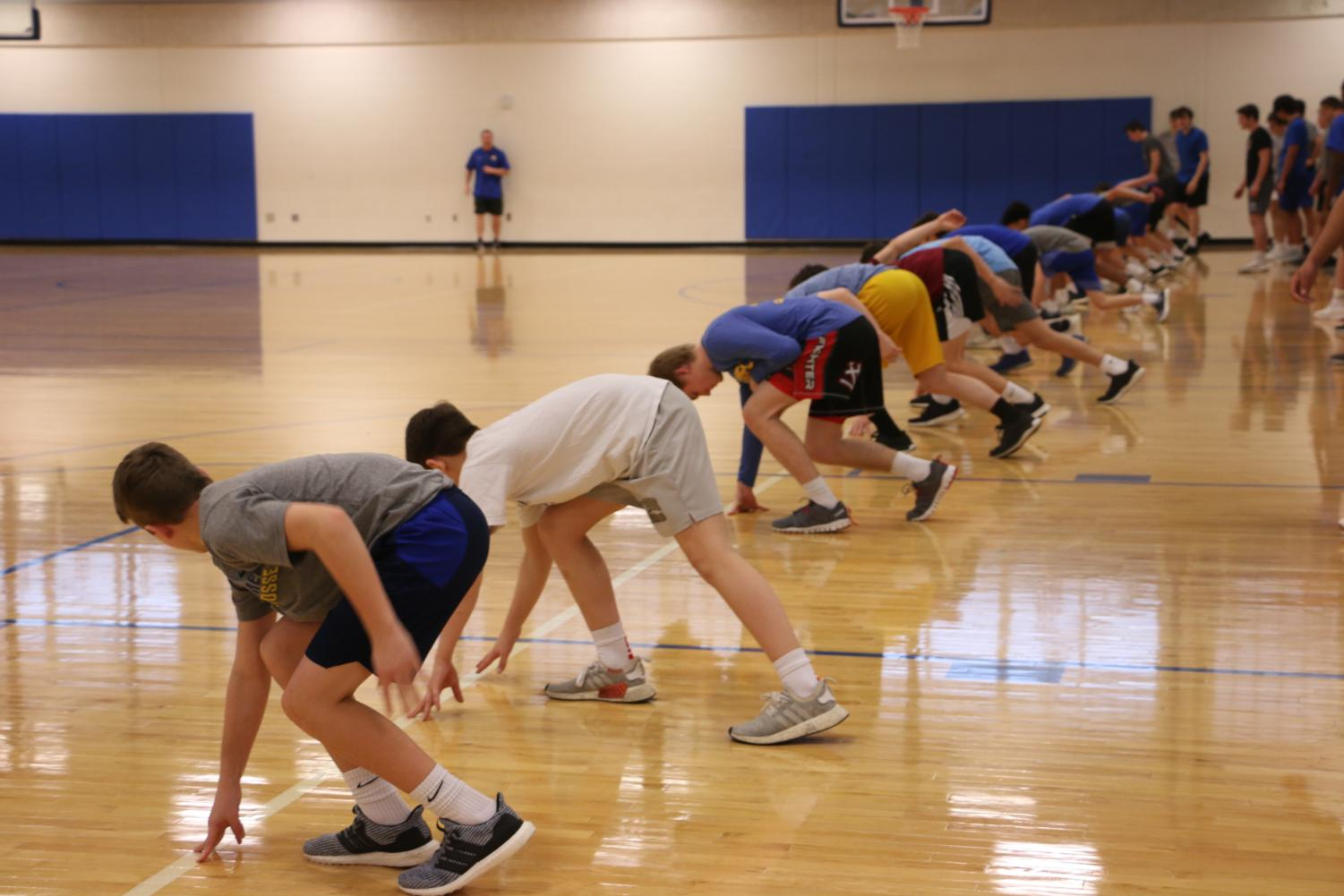 Perfect+Form%3A%0AStudents+in+Advanced+Physical+Conditioning+work+on+their+form+for+sprints+on+Feb.+27.+The+class+consisted+of+student+athletes%2C+primarily+those+who+play+football%2C+basketball+and+wrestle.