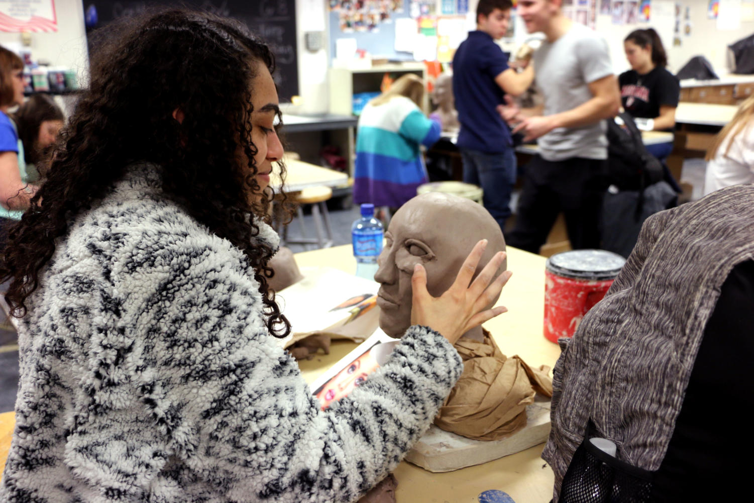 Ceramics+Creates+Celebrities%3A%0ASophomore+Natalie+Hanna+attempts+to+sculpt+the+face+of+the+famous+singer%2C+Rihanna%2C+in+her+ceramics+4+class.+Each+student+in+the+class+chose+a+celebrity+they+admire+for+this+project+to+end+the+third+quarter.
