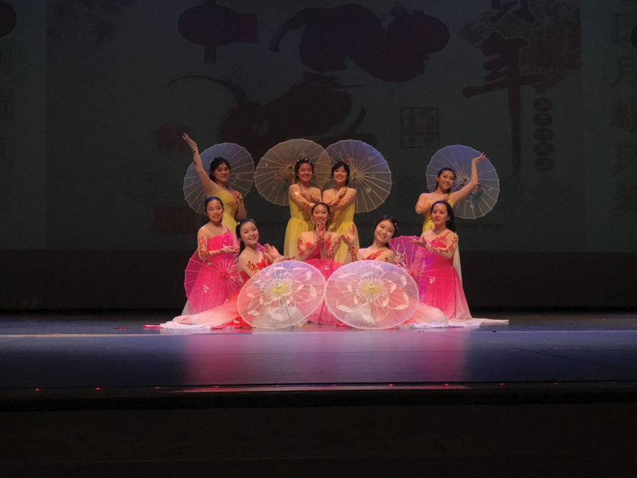 Get+Cultured%3A+Junior+Hannah+Liu+%28far+right%2C+second+row%29+performs+a+traditional+dance.+Liu+said+reproducing+shows+is+a+good+way+to+give+exposure+to+the+original+show.%0A