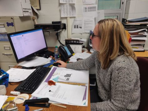 Michelle Foutz, Senate sponsor and social studies teacher, checks her emails during SRT. According to Foutz, this year's biggest change with Brain Game is the addition of Transition to College Program (TCP) students into the competition.