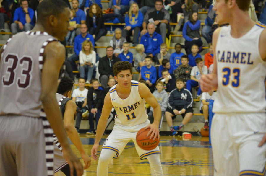 Luke+Heady%2C+men%27s+basketball+player+and+senior%2C+looks+to+pass+to+a+teammate.+The+basketball+team+prepares+to+play+Hamilton+Southeastern+High+School+on+Feb.8+at+CHS.