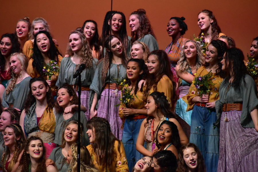 Accents+perform+a+song+at+the+Center+Grove+High+School+competition+this+past+weekend.+The+Accents+swept+the+competition+and+will+be+traveling+to+Ohio+this+upcoming+Saturday+for+another+competition.+