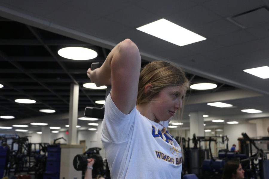 WORKING+IT+OUT%3A+Junior+Caroline+West+lifts+weights+during+her+Advanced+Physical+Conditioning+class+on+Nov.+11.+Students+in+this+class+spend+their+time+training+in+all+areas+of+fitness+and+have+to+do+several+prerequisites+to+be+eligible+for+this+class.+