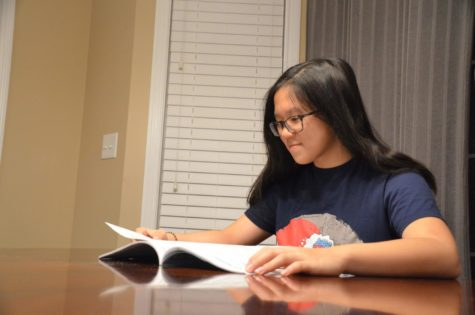 Freshman Jennifer Zhao looks at her program of studies to help her choose her classes for sophomore year. Scheduling will begin Nov. 1, and freshmen will meet with counselors, individually, for scheduling mid-November.