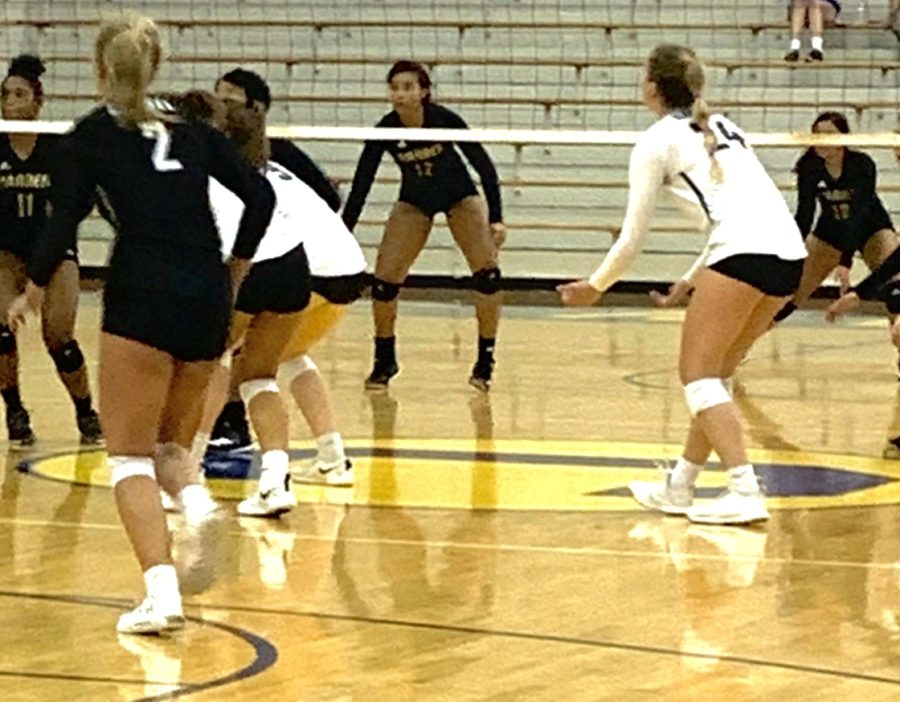 The+women%27s+varsity+volleyball+team+plays+at+the+Carmel+Invitational+against+Brownsburg+and+Bloomington+High+School+South.+CHS+defeated+Brownsburg%2C+but+lost+against+Bloomington+High+School+South.