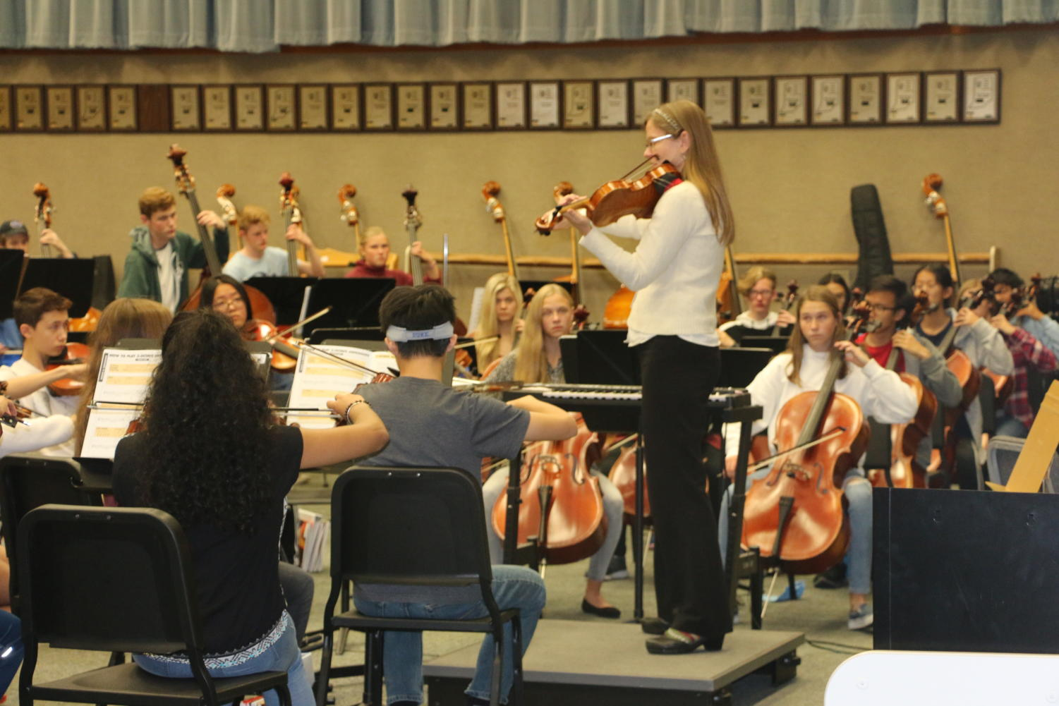Elisabeth Ohly-Davis, director of orchestras, leads students in practicing pieces during their B4 Philharmonic Orchestra. Philharmonic orchestra will perform at the second concert of the night on Oct. 15.
