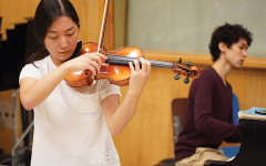 Navigation to Story: With in-person classes canceled, sophomores Abigail Ko, Natsume Wu continue to train as violin soloists at Indiana University (IU) pre-college String Academy program