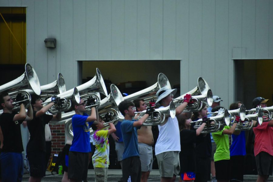 Marching+band+working+to+get+less+experienced+members+ready+for+in-person+competitions%2C+halftime+performances
